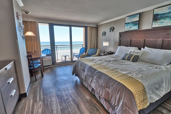 Freshly Renovated Ocean Front King Suite For 2.