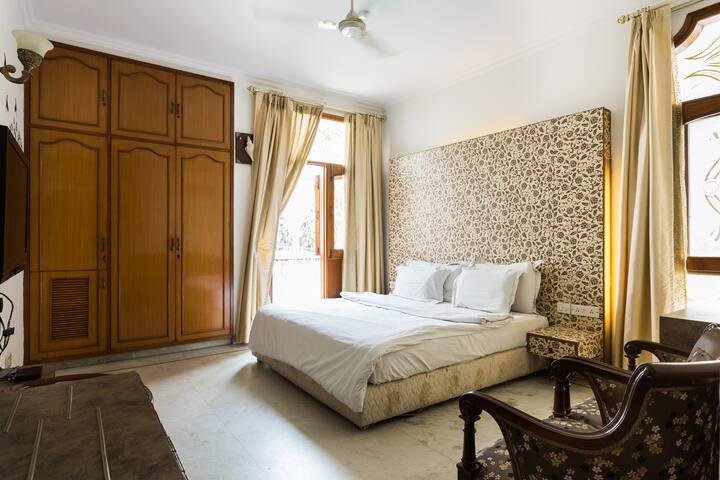 Gk1 Luxury 1bhk apartment  NEXT TO M Block Market