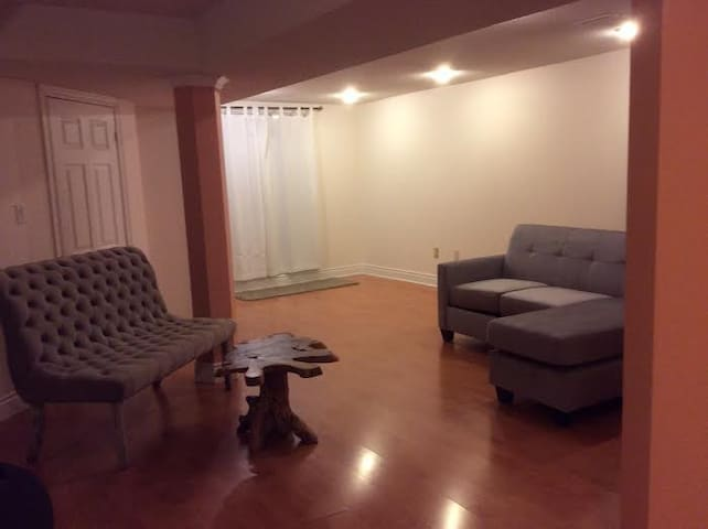 Cozy Apartment - Perfect@2, Comfortable@4 - Brampton - Pis