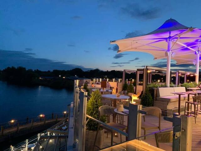 Tattershall Lakes luxury 6 berth + hot-tub