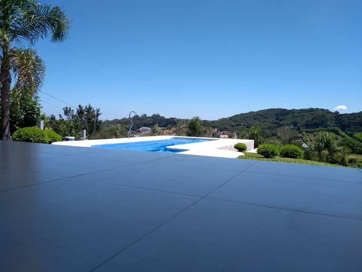 Casa completa com piscina no Vale dos Vinhedos