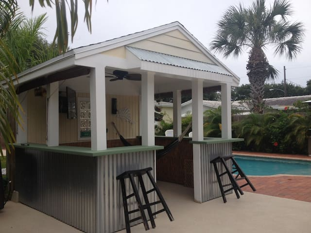 POOL TIKI TENNIS BEACH WPB Area - Lantana - House