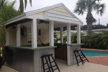 POOL TIKI TENNIS BEACH WPB Area - Lantana - Hus