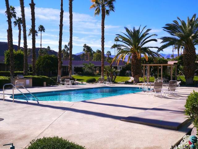Spacious desert home - Indian Wells