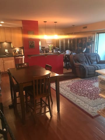 UPGRADED CONDO (Sleeps up to 3 beds) - off rt 7 - Falls Church - Condominium
