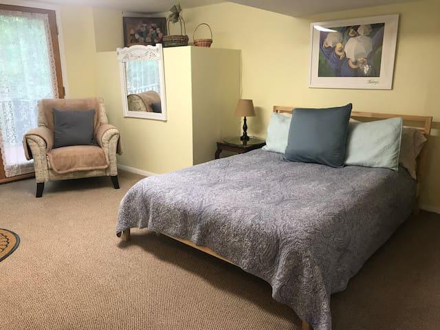 Lower Level - Queen Bed