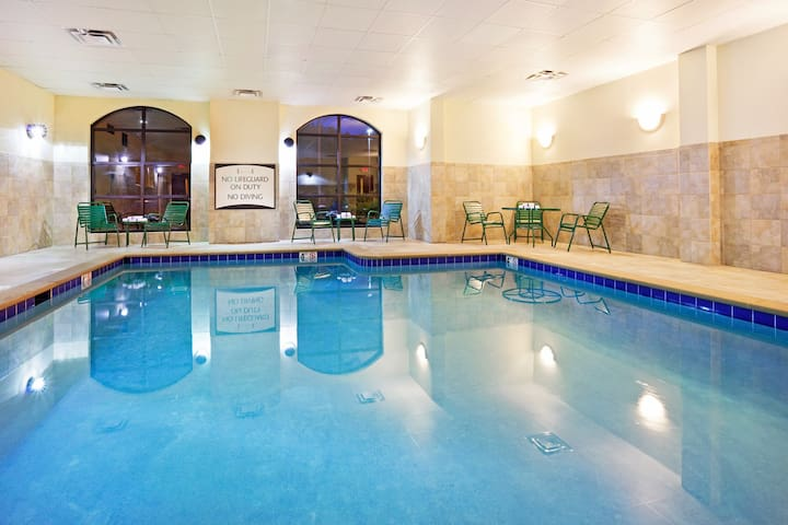 King Suite. Free Breakfast. Pool & Gym. Great for Business Travelers!