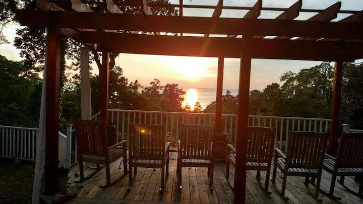 Modern 2BR GuestH with Beach Access