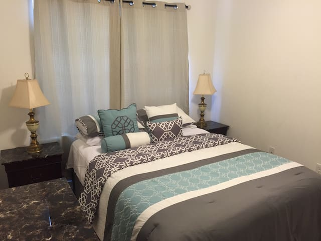 Private room for 2 - MODERN HOUSE! - Lauderhill - Townhouse