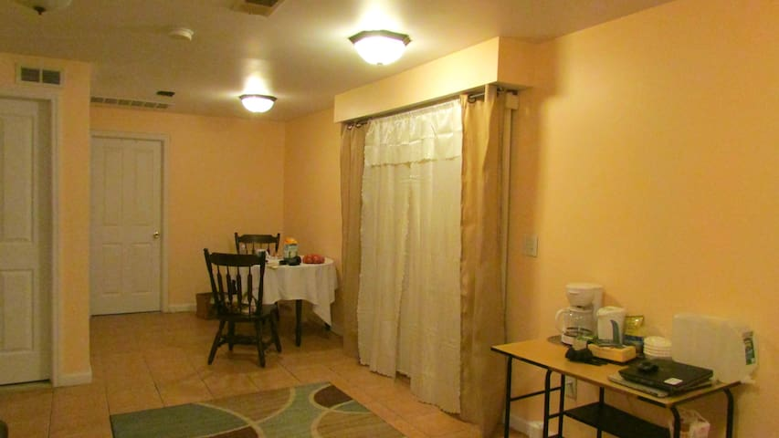Beautiful One Bedroom Apartment with Outdoor Yard - Kearny - Pis