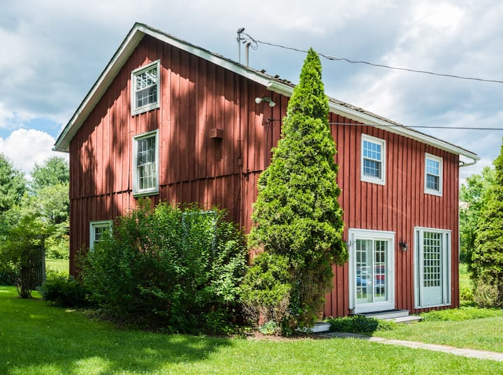 Charming Loft in Carriage Barn with Farm Breakfast