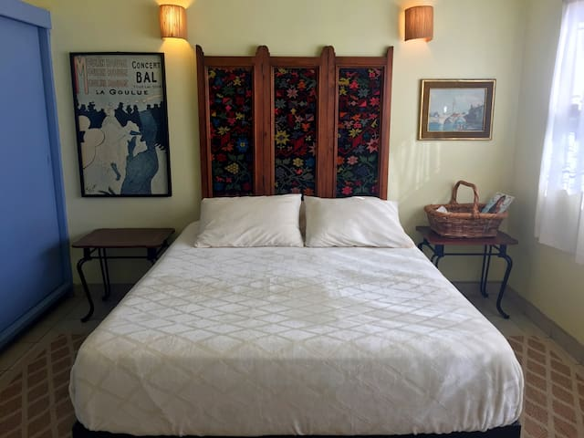 lushly bed + location + parking - Ensenada - Bed & Breakfast