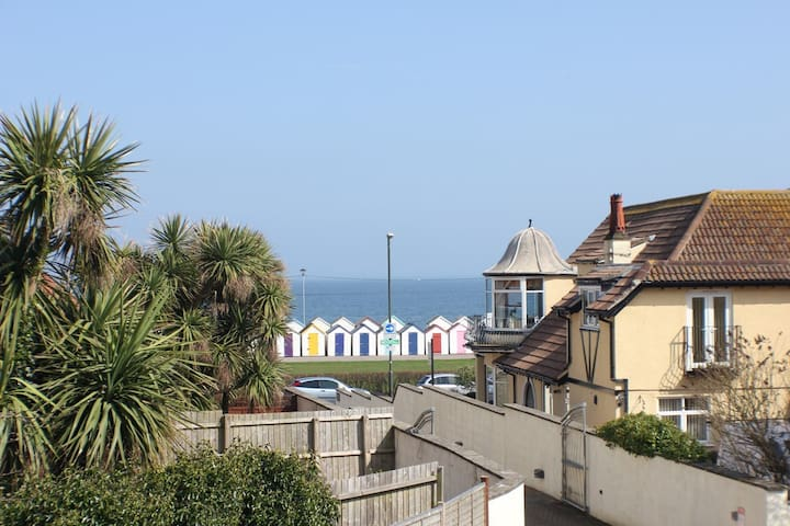 Seaside 3 bed property ensuites seaview & parking - Paignton - House