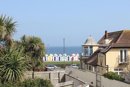 Seaside 3 bed property ensuites seaview & parking - Paignton