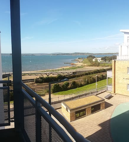Ebbtide, Beach Appt, 2 Bedroom, Wifi, Safe Parking - Poole - Huoneisto