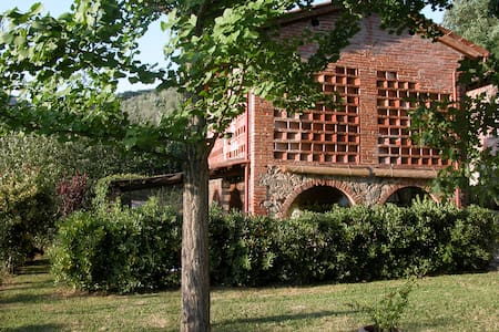 Holiday house between Florence and Lucca