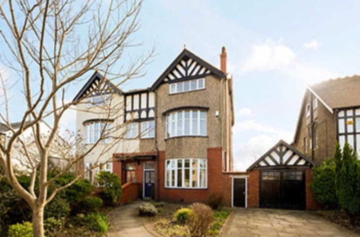 Birkdale Open, large house, formby - Formby - House