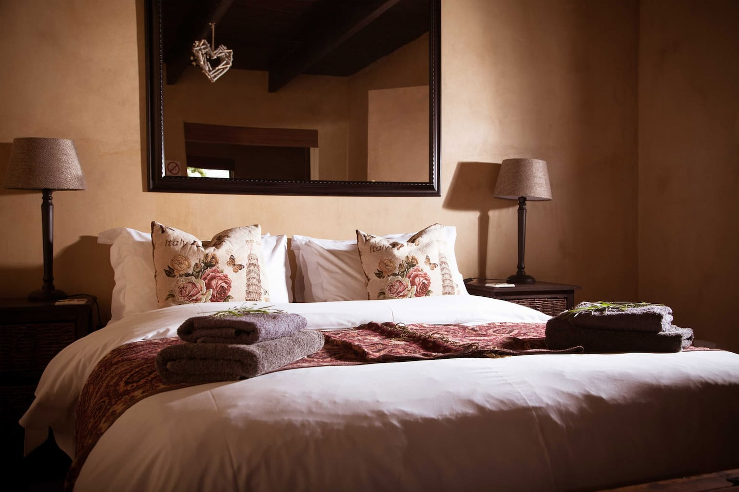 Anne's Favorite Cottage: Bedroom 1: Double Bed