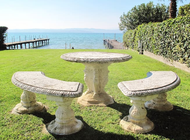 Sirmione garden and jetty lake front - Sirmione - Apartment