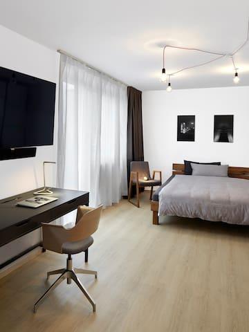 Sunny, Modern Top Floor Studio in Central Munich - Monachium - Apartament