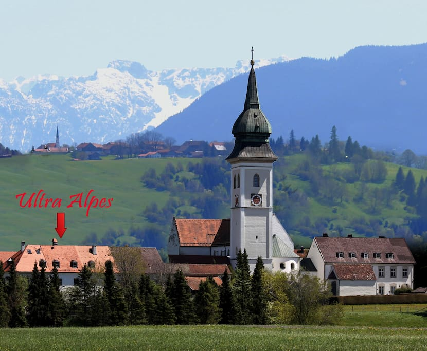 Haus mitten im Klosterhof