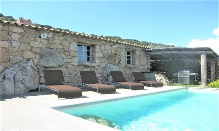 Luxury sheepfold with heated swimming pool overlooking the bay of Santa Giulia