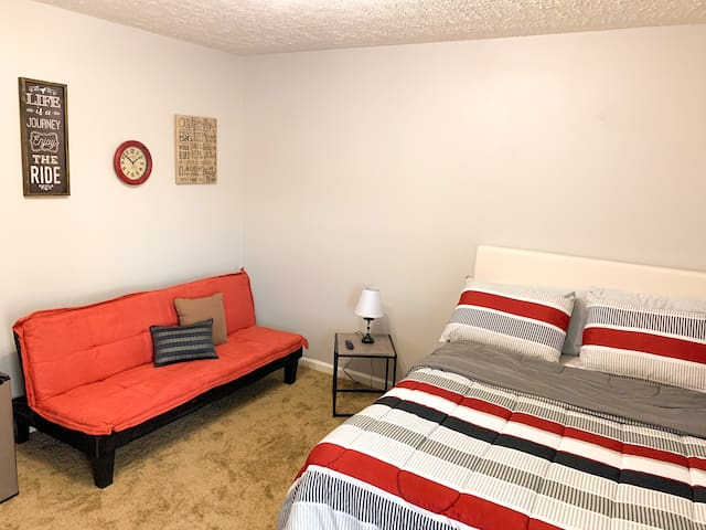 Private Suite Minutes From Downtown