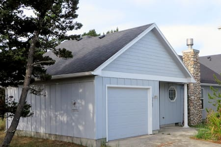 Blue Refuge Bungalow near PC beach. WIFI, dog OK. - Cloverdale