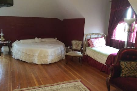 The Penthouse with private bath - Moose Jaw - Bed & Breakfast