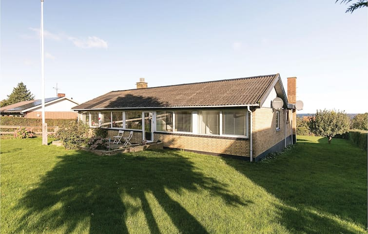 Holiday cottage with 4 bedrooms on 137 m² in Allinge