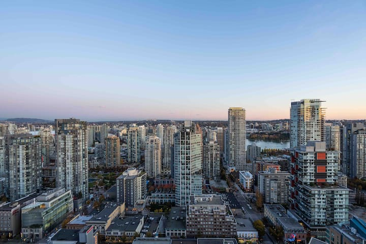 Relax in the Sky - Heart of Downtown Vancouver!