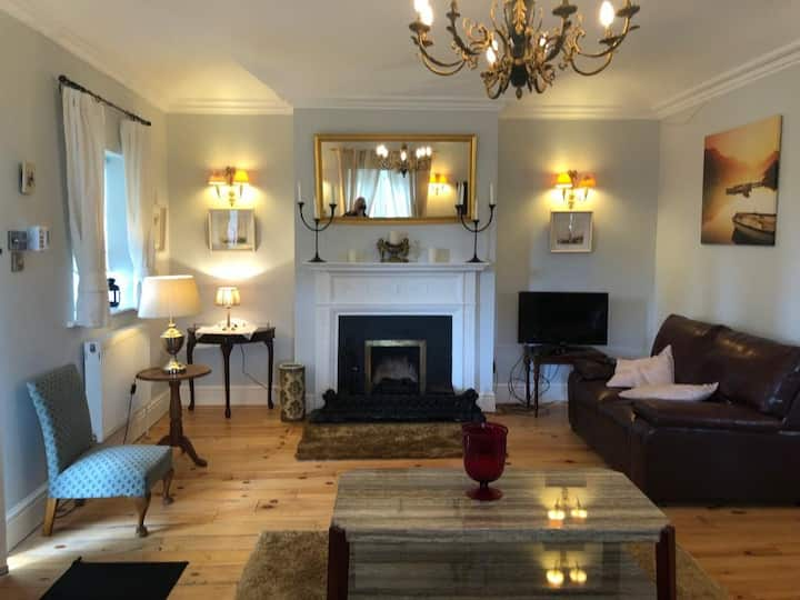 Gatehouse on private estate Malahide rd 2-5 guests