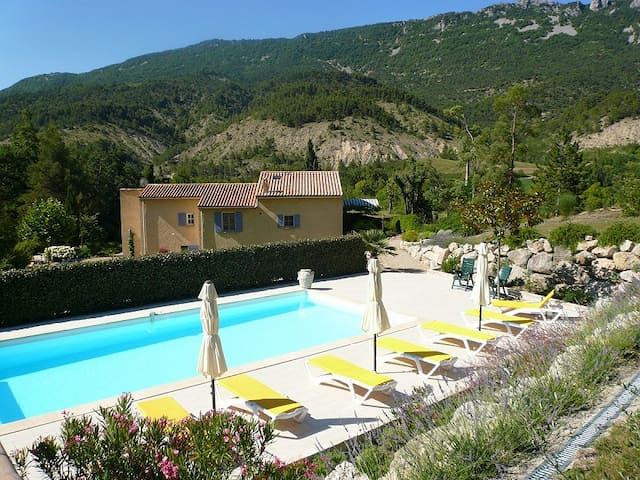 LE PETIT COLLET - Eygaliers - Bed & Breakfast