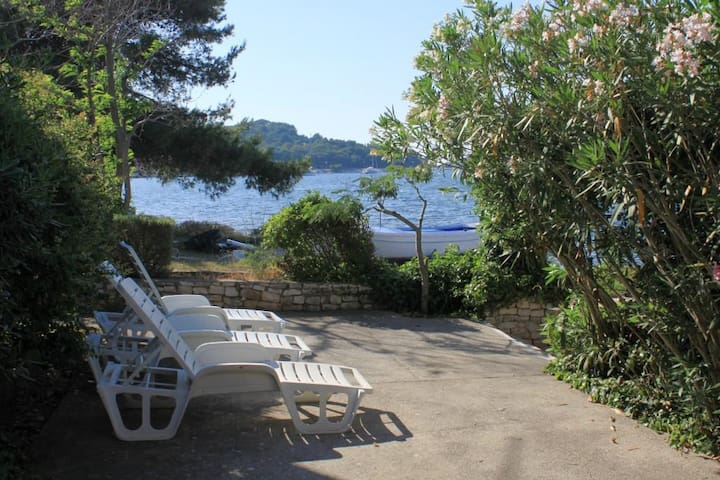 Two bedroom apartment near beach Veli Rat, Dugi otok (A-438-a)