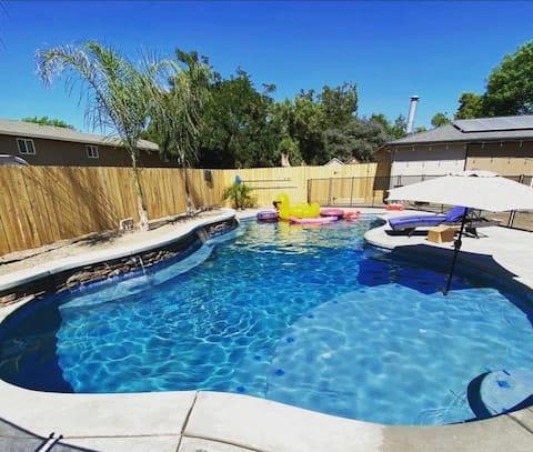Luxury Travel Trailer: downtown, pool & spa.