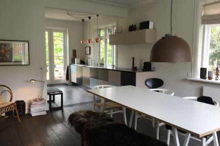 Design villa & quiet, safe, kids-friendly garden - Brønshøj, København