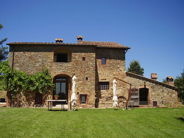 Charming independent villa in Tuscany with 3 bedrooms and private pool. - Sinalunga - 별장/타운하우스