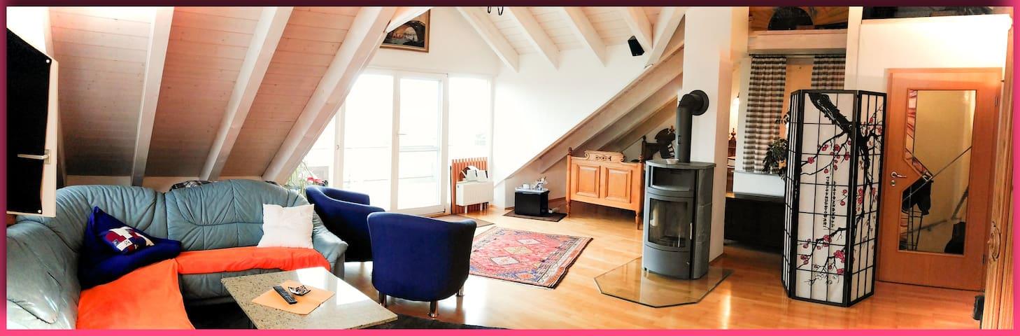 Großzügiges 43 m² Zimmer mit Balkon Bodenseenähe