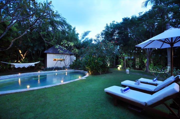 4 BR Tropical Villa - Seminyak Center! - Kuta - Vila