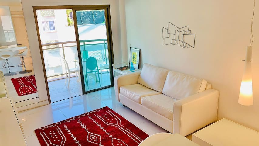 FLAT IN IPANEMA SUPER WELL LOCATED - JUMP IN BED IPANEMA 17