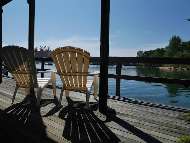Charming Studio, Amazing Harbor Views & Deck