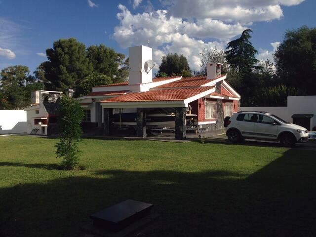 Casa amplia en Potrero de los Funes