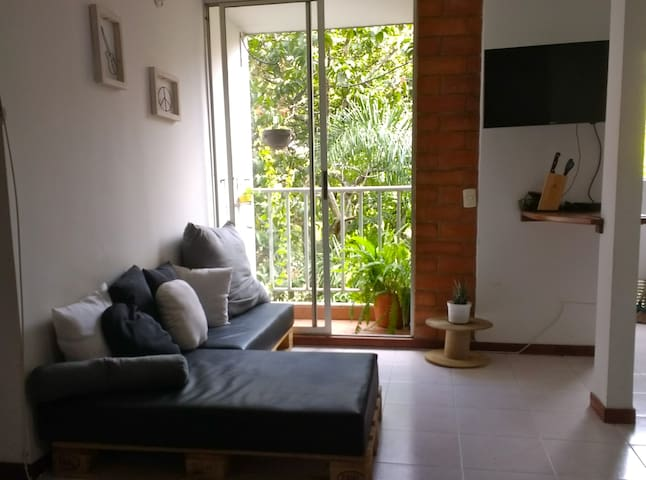 Cozy room in poblado, pool and great view