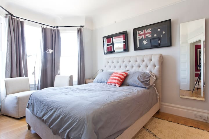 Big + Elegant room w/2 beds in Spacious Flat - 1