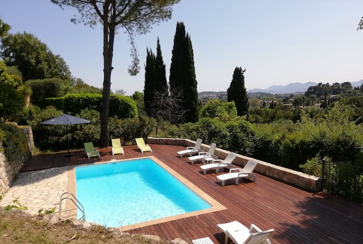 Villa Mougins/Cannes, chlore free pool, WiFi, 8 P.