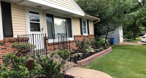 Peaceful 3 bedroom home finish basement fire place