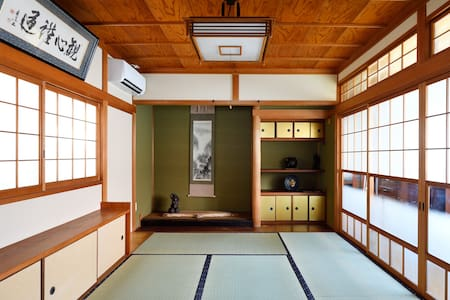 Hinoki house -traditional home, walk to sights.