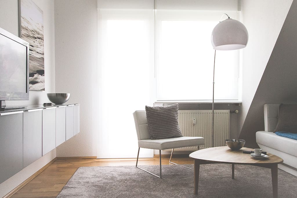 Wohnzimmer mit Balkon / Livingroom    with balcony