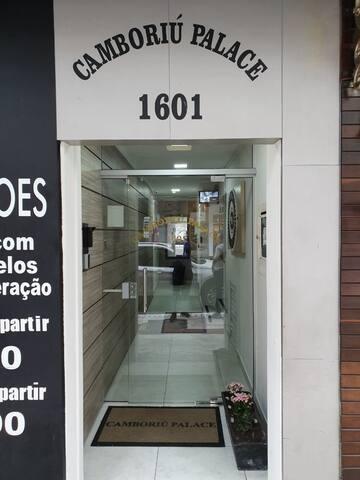 Apto na Av: Brasil esquina com Avenida Central