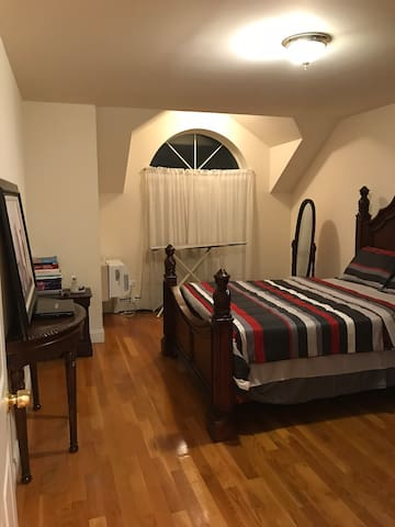 This room is TAKEN but similar rooms are available. US$130.00 per night